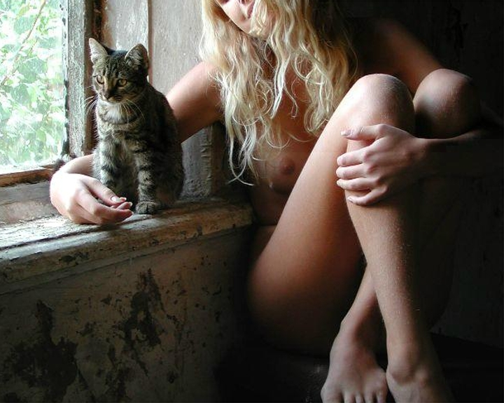 Nude with a cat
